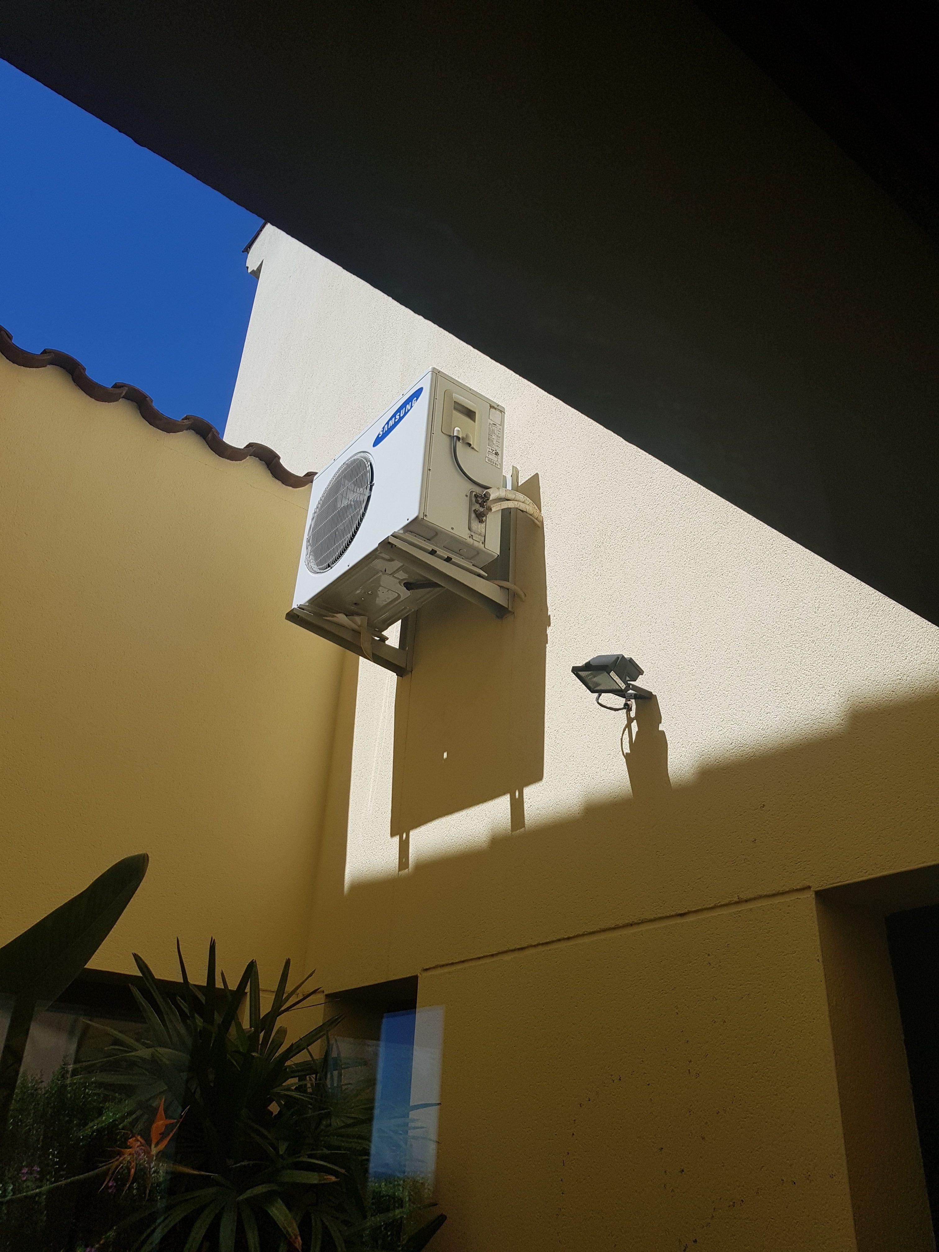 Cache Unité Extérieure Climatisation depannage climatisation paris 7 ### 09 72 12 34 98 ### sav